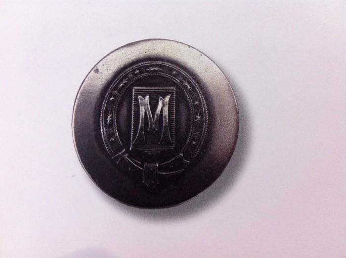 Premier bouton de l'Equipage de Montpoupon - Collections du Château de Montpoupon