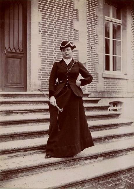 Madame Albert Firmin-Didot - Tiré de l'ouvrage L'Equipage du marquis de Chambray - Photos de Maurice de Gasté (1894) - Bnf (Gallica)