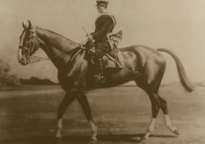 Don de M. A.-P. Baudesson à la Société de Vènerie - Piqueur à cheval