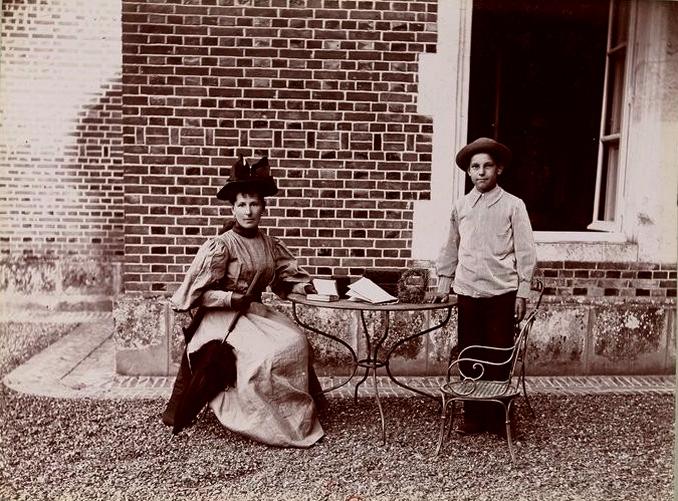 Madame Latham - Tiré de l'ouvrage L'Equipage du marquis de Chambray - Photos de Maurice de Gasté (1894) - Bnf (Gallica)