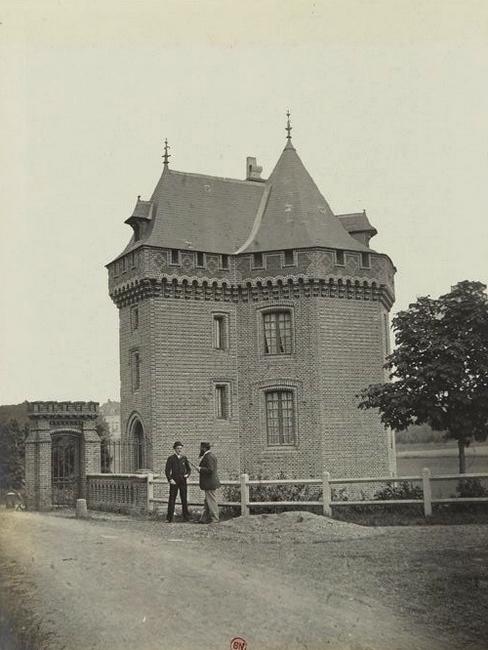 La maison de La Feuille - Tiré de l'ouvrage L'Equipage du marquis de Chambray - Photos de Maurice de Gasté (1894) - Bnf (Gallica)