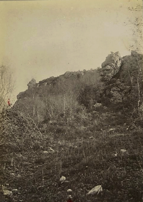 Pierre aux Loups et Pierre au Chat - Tiré de l'ouvrage L'Equipage du marquis de Chambray - Photos de Maurice de Gasté (1894) - Bnf (Gallica)