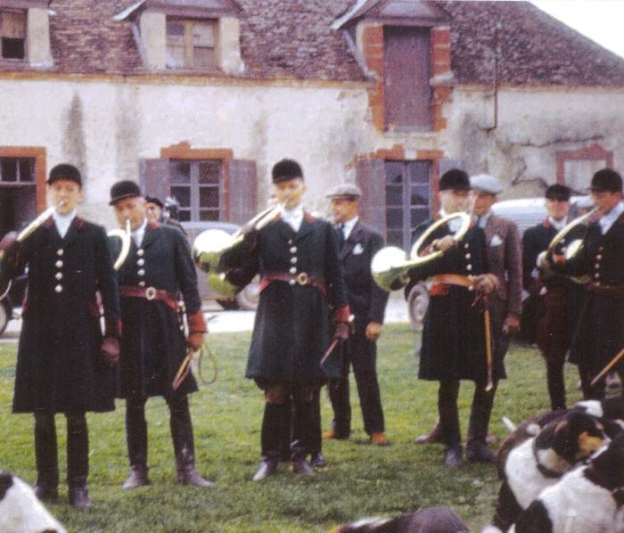L'Equipage de Chaudenay en 1957 - Photo tirée de la revue Vènerie - Société de Vènerie