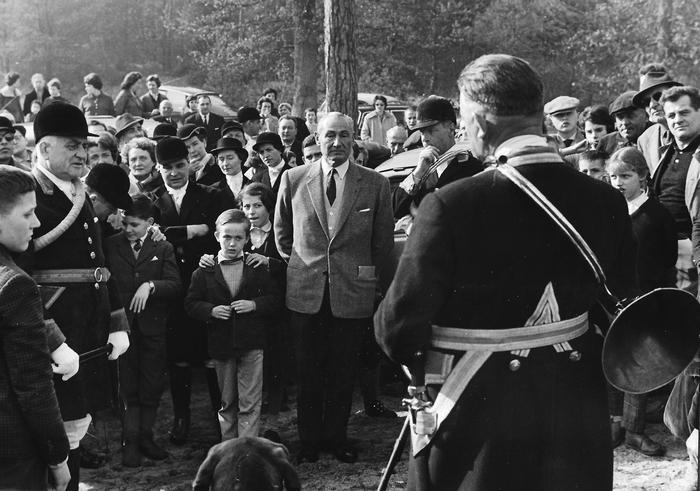 Saison 1960-1961 - Le rapport - Photo de Georges Hallo - Don de M. J.-G. Hallo à la Société de Vènerie
