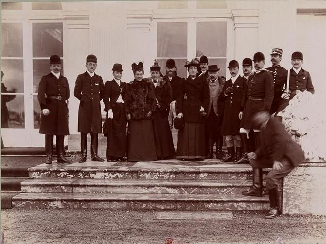 Groupe de veneurs (2) - Tiré de l'ouvrage L'Equipage du marquis de Chambray - Photos de Maurice de Gasté (1894) - Bnf (Gallica)