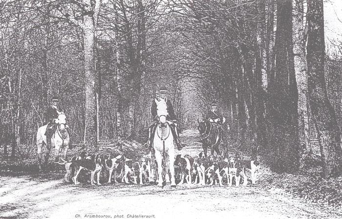 Equipage des Martins - Rallye Plessis - Tiré de l'ouvrage Deux Siècles de Vènerie à travers la France - H. Tremblot de la Croix et B. Tollu (1988)