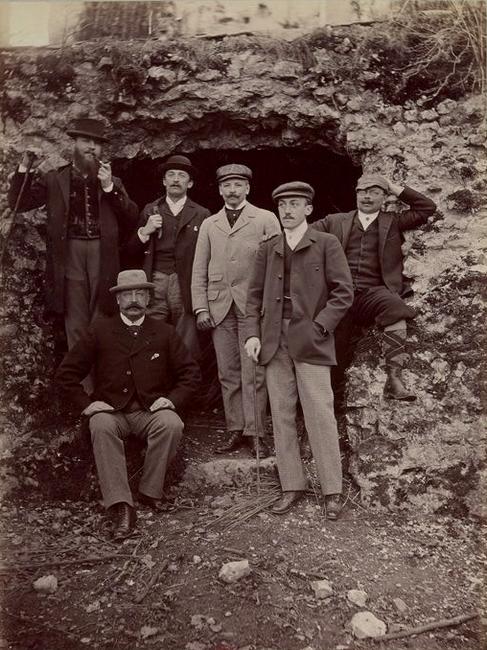 Groupe de veneurs - Tiré de l'ouvrage L'Equipage du marquis de Chambray - Photos de Maurice de Gasté (1894) - Bnf (Gallica)
