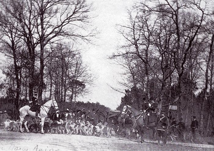 Equipage du Grip - Rallye Maine et Anjou - Tiré de l'ouvrage Deux Siècles de Vènerie à travers la France - H. Tremblot de la Croix et B. Tollu (1988)