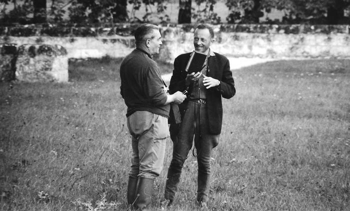 Septembre 1967 - René Barbier-Petit et Georges Hallo - Don de M. J.-G. Hallo à la Société de Vènerie