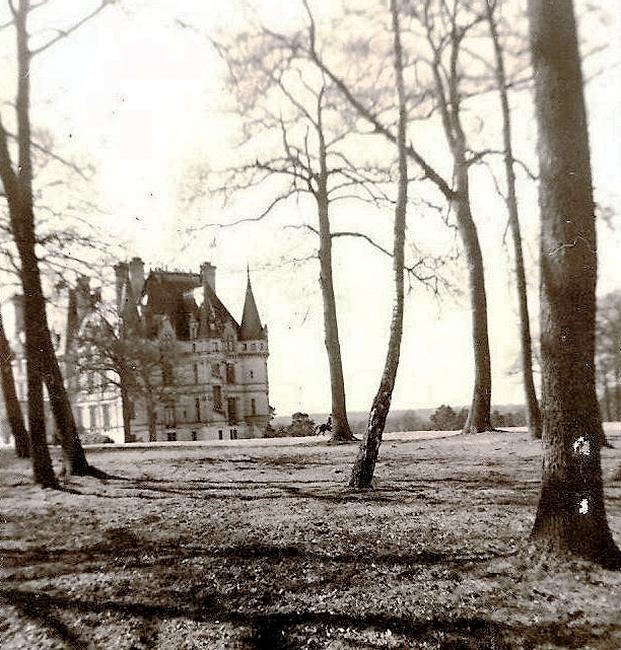 Débuché devant le château de Vallières - Don de M. P. Verro à la Société de Vènerie