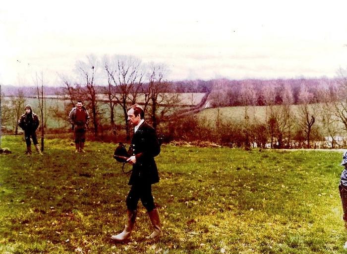 Dans la Nièvre - Don de M. P. Verro à la Société de Vènerie