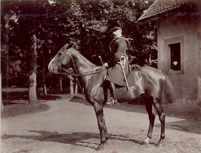 Jeune Pommier par Caterer et Jessie - Tiré de l'ouvrage L'Equipage du marquis de Chambray - Photos de Maurice de Gasté (1894) - Bnf (Gallica)