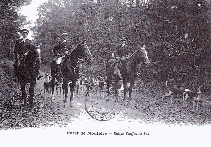 Tayaut Rallie (4) - Tiré de l'ouvrage Deux Siècles de Vènerie à travers la France - H. Tremblot de la Croix et B. Tollu (1988)