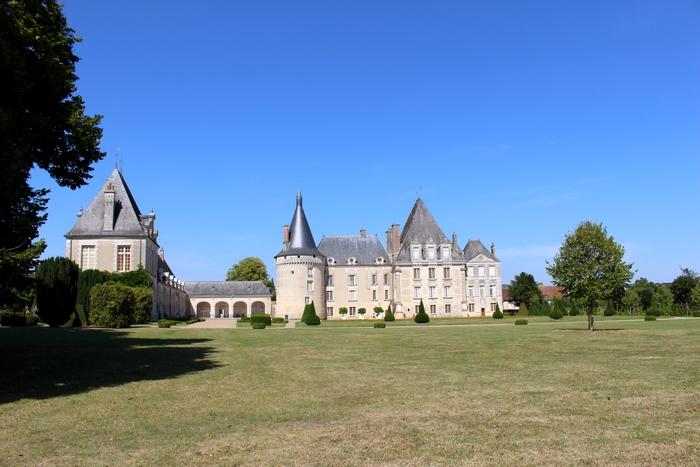 Le château d'Azay-le-Ferron (Photo : courtoisie) - www.chateau-azay-le-ferron.com (2)