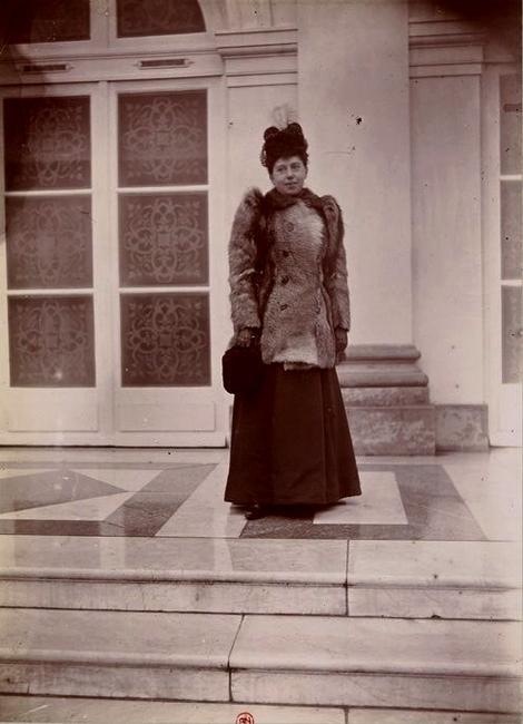 Madame Berthier - Tiré de l'ouvrage L'Equipage du marquis de Chambray - Photos de Maurice de Gasté (1894) - Bnf (Gallica)