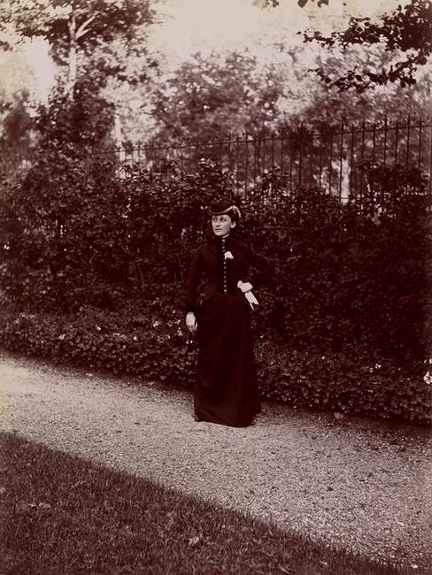 Madame Sargenton - Tiré de l'ouvrage L'Equipage du marquis de Chambray - Photos de Maurice de Gasté (1894) - Bnf (Gallica)