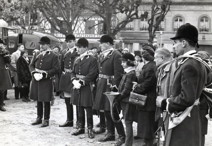 Saint-Hubert à Fleurines en 1959 - Don de M. C. Perney à la Société de Vènerie