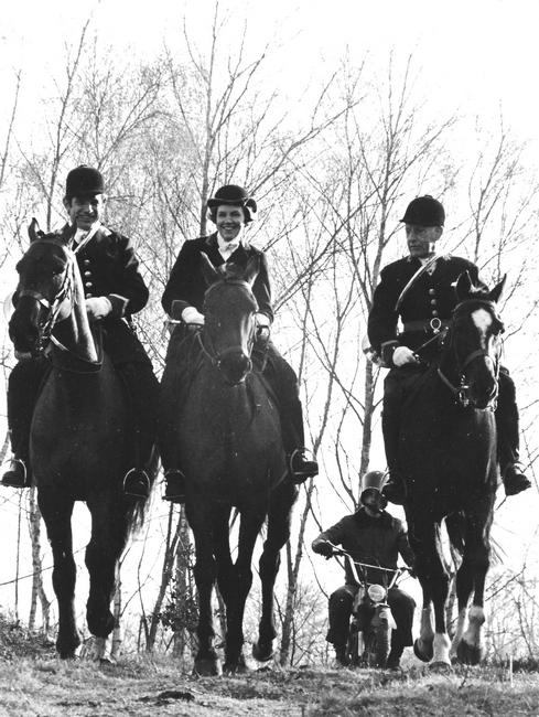 Saison 1975-1976 - Famille des Roches, Arnaud, Chan - Don de M. J.-G. Hallo à la Société de Vènerie